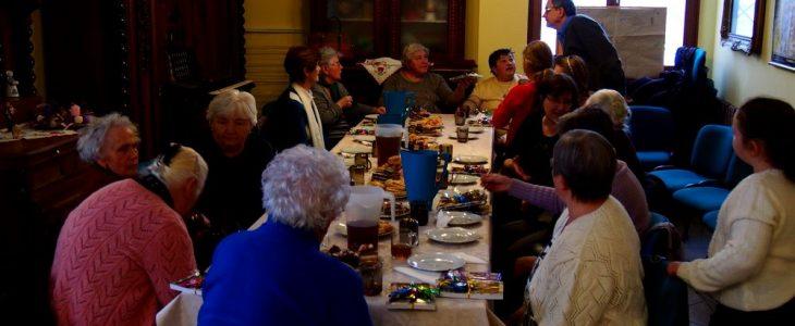 idósek, magányosok karácsonya a plébánia közösségi házában